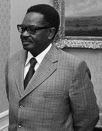 Agostinho Neto - Image: President MPLA, heer Neto door Den Uyl ontvangen premier Den Uyl en A Neto (r), Bestanddeelnr 927 8518 (cropped)