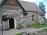 Fil:Rö kyrka, 2020d, byggd av stora stenblock av natursten.jpg
