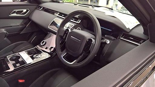 Range-Rover Velar R-Dynamic interior