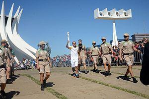 2016 Summer Olympics torch relay - Image: Revezamento da Tocha Olímpica em Brasília 09