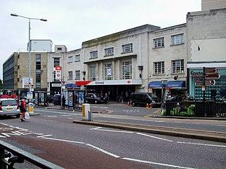 District line - Image: Richmond station entrance