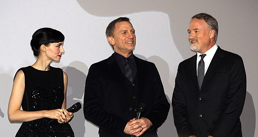 Rooney Mara, Daniel Craig and David Fincher (2012) 2.jpg