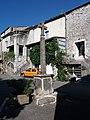 Ruoms - Place de la République - Croix.jpg