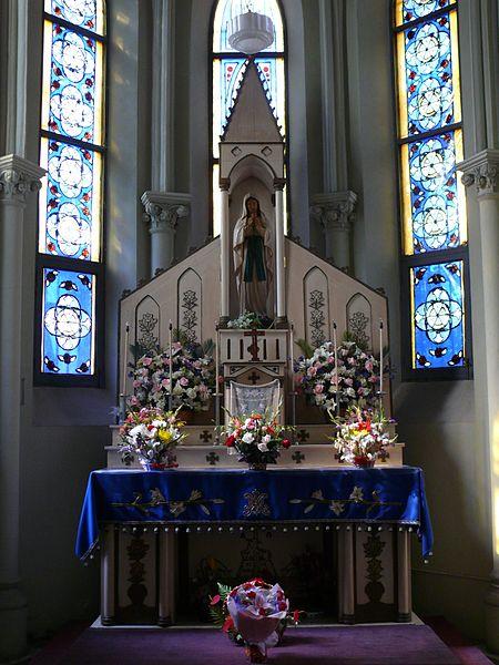 http://upload.wikimedia.org/wikipedia/commons/thumb/c/cc/Saint-Ignatius_cathedral_of_Shanghai_8.jpg/450px-Saint-Ignatius_cathedral_of_Shanghai_8.jpg