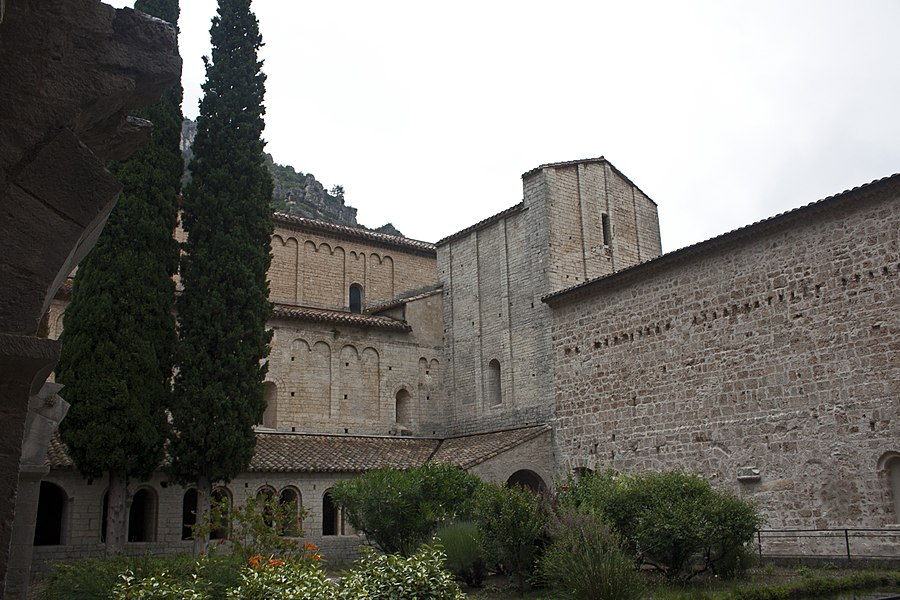 English:  The Abbey, viewed from the cloister.