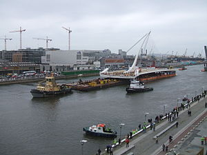 Samuel Beckett Bridge - The main steel structure arriving by barge, May 2009