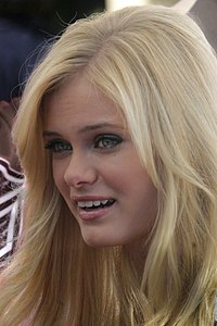 Sara Paxton at Mother Goose Parade, 2007 (bright).jpg