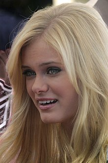 Description de l'image Sara Paxton at Mother Goose Parade, 2007 (bright).jpg.
