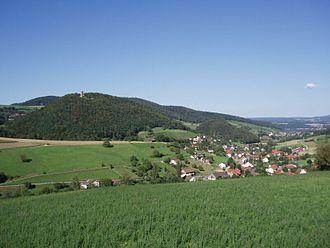 Schenkenberg Castle - Schenkenberg hill with the castle ruins as well as the municipality of Thalheim and the Schenkenberger valley