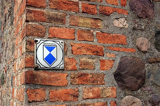 By Marcela (Own work) [GFDL 1.2 (http://www.gnu.org/licenses/old-licenses/fdl-1.2.html)], via Wikimedia Commons