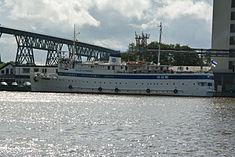 Schleswig-Holstein, Hochdonn, Fähranleger am N-O-Kanal; das Motorschiff Brahe lag dort als Hotelschiff für Wacken Open Air 2015 NIK 5372.jpg