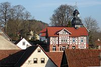 Schmeheim Alte Schule und Kirche.jpg