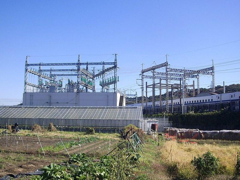 File:Shinkansen Oiso feeding electrical substations 05.jpg