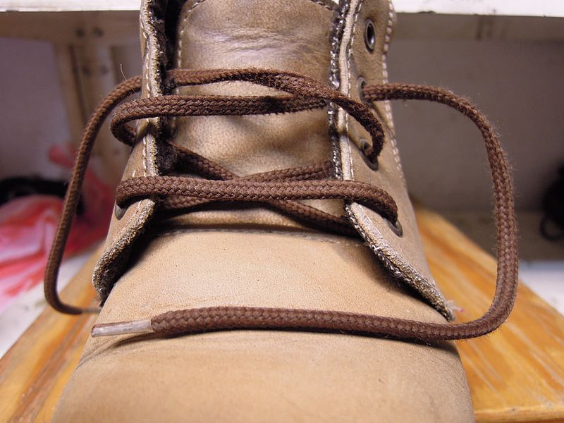File:Shoelaces 03.jpg