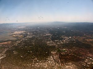 English: Silicon Valley, seen from a jetliner ...