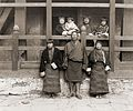 Sir Ugyen Wangchuck and his family, 1905.jpg