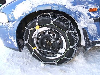 Snow chain at the front wheel. Photographer: D...