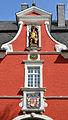 Soest, Rathaus, Mittelteil des Westflügels; im Giebel der Stadtpatron St. Patroklus, darunter ein doppelköpfiger Adler, über dem mittleren Bogen das Soester Stadtwappen..JPG