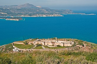 Izzeddin Fortress - Photo of the fortress with the Souda Bay in the background