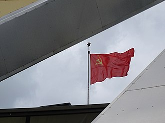 Flag of the Soviet Union - Image: Soviet Flag Flying on Cupola Museum of the Great Patriotic War Minsk Belarus (27426504532)