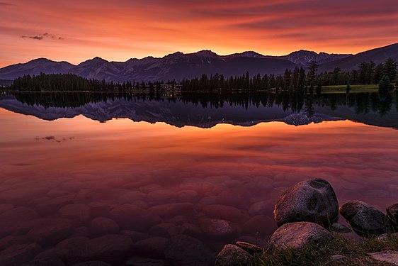 Sunrise at Lac Beauvert Jasper National Park.jpg