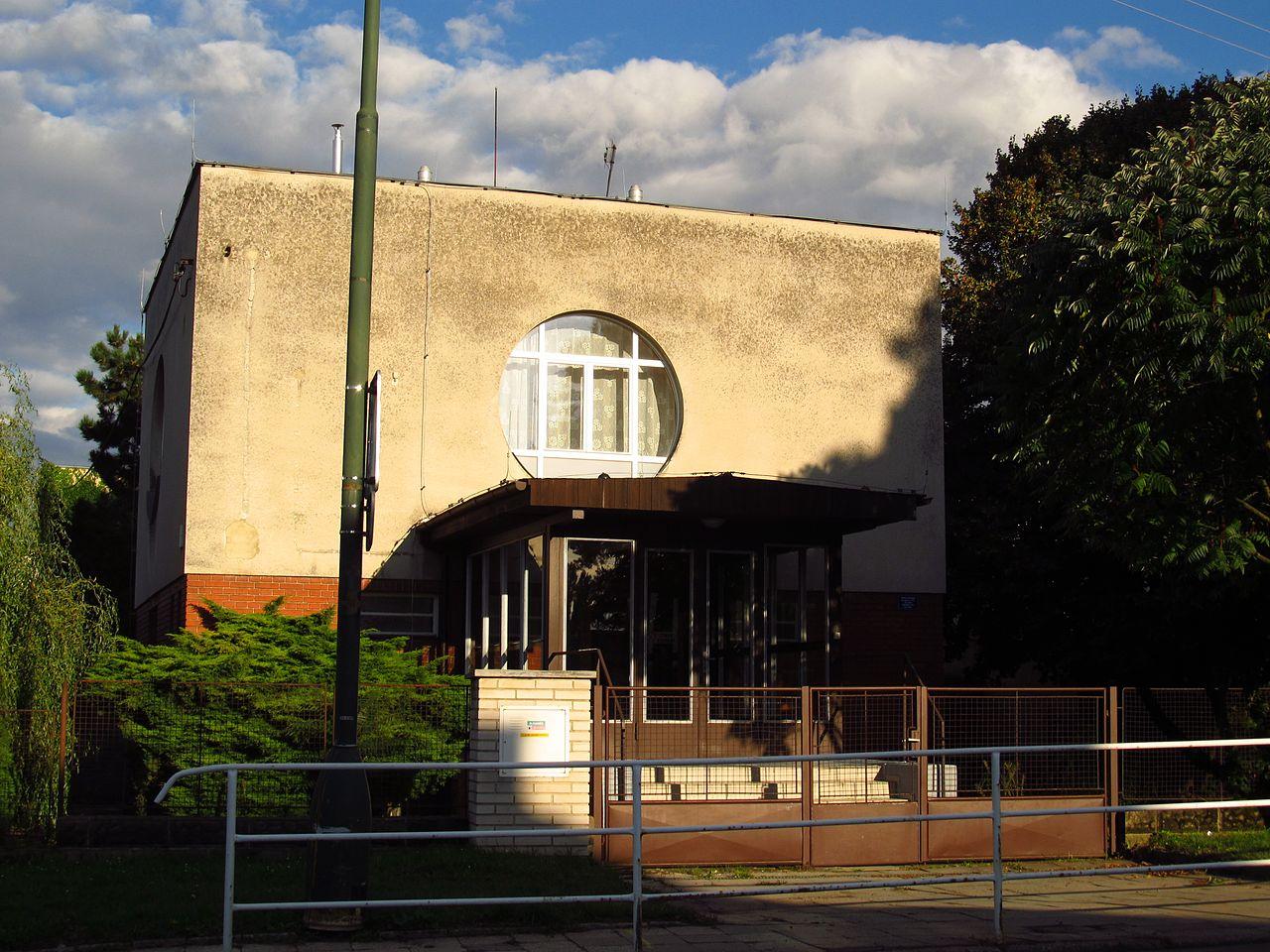 Synagoga Velvary 2.jpg