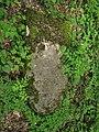 Třebotovský židovský hřbitov, padlý náhrobek.jpg
