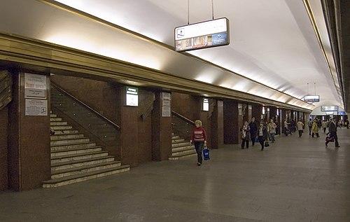 Teatralna metro station Kiev 2010 07.jpg