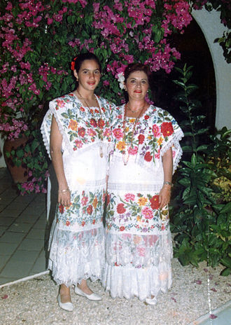 "Huipil - Yucatecas dressed with ""terno"" of huipil, traditional costume of Yucatán, with which the Jarana yucateca is danced."