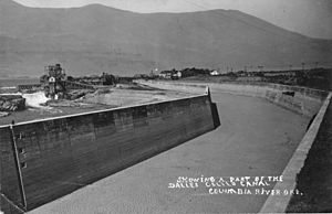 Celilo Canal - Celilo Canal in 1910;  the Columbia River is visible at left.