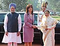 The President of Argentina, Ms. Cristina Fernandez De Krichner being welcomed by the President, Smt. Pratibha Devisingh Patil and Prime Minister, Dr. Manmohan Singh, at the Ceremonial Reception, at Rashtrapati Bhavan.jpg
