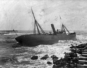 Union Company - Hawea run ashore at the entrance to the Grey River, 1908