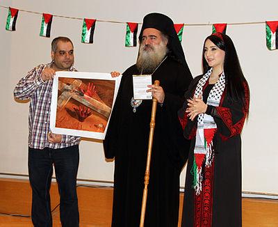 عطالله حنا، وهو مطران في الكنيسة الأرثوذكسية، إكتسب شهرة كبيرة بسبب نشاطه السياسي البارز، ونقده الصريح للاحتلال الإسرائيلي.