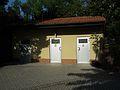 Tiergarten Worms Toilettenanlage 2011.JPG
