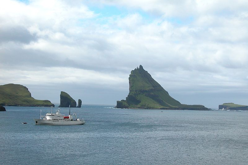 File:Tindholmur and Gasholmur, Faroe Islands.jpg