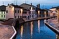 Tipicità serale del centro di Comacchio.jpg