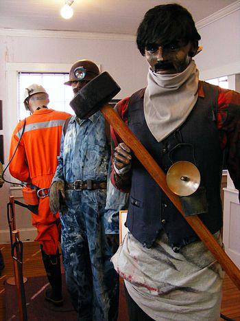 Trajes de mineros en Sewell