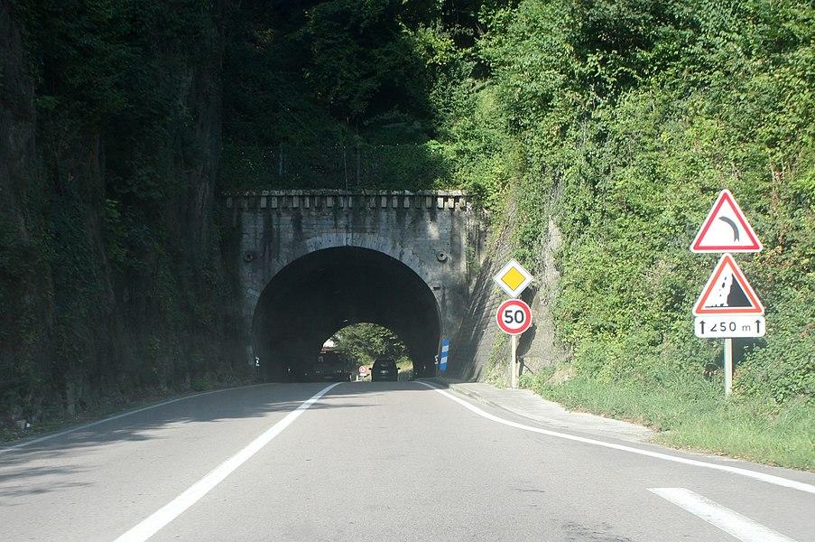 Le tunnel du Trou au loup à Morre (Doubs).