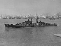 USS Oakland (CL-95) in San Francisco Bay on 2 August 1943 (NH 98442).jpg