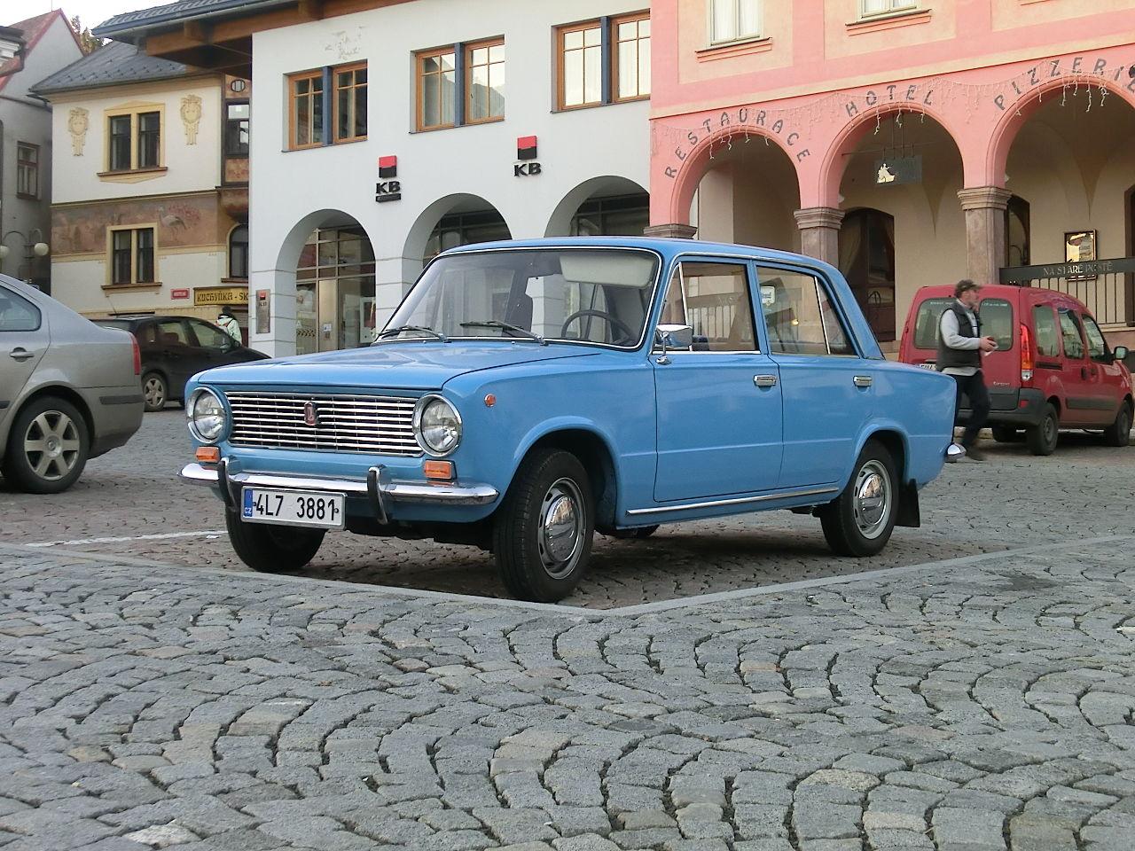 Image of VAZ 2101 modrý a