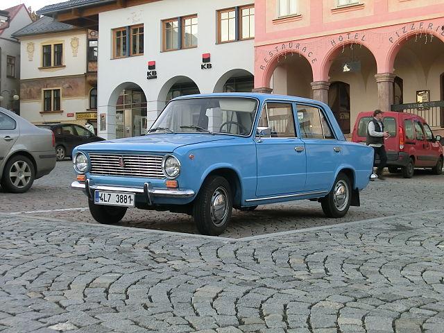 VAZ 2101 modrý a