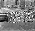 Vertrek bloemenmeisjes uit Haarlem naar Duitsland, Bestanddeelnr 907-6729.jpg
