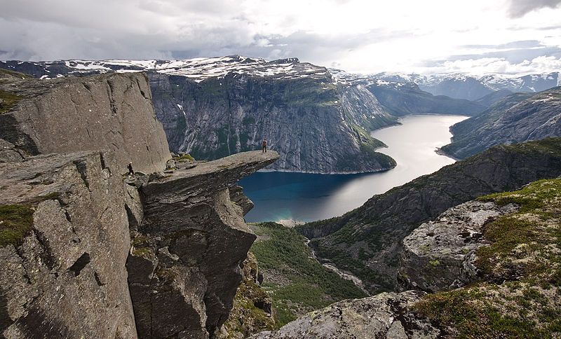 File:View of trolltunga.jpg