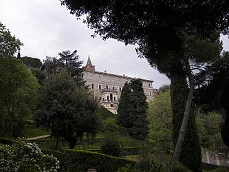 Villa d'Este garden 8.jpg