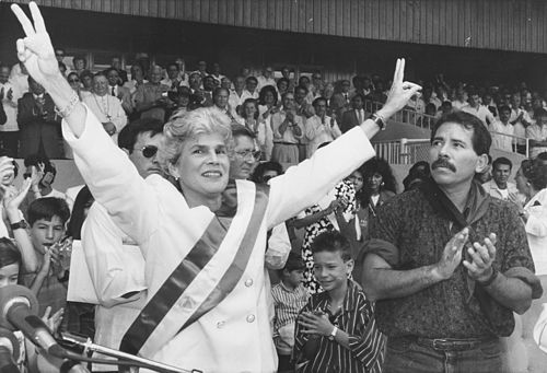 Chamorro and Daniel Ortega in 1990 VioletaBcOrtega.jpg