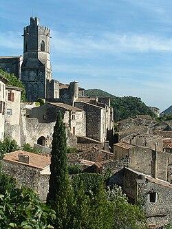 Viviers - Le village et la cathédrale.JPG