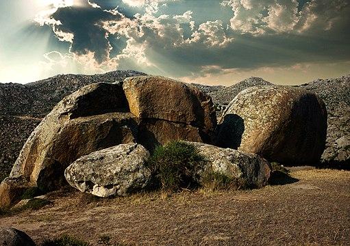 Volax Tinos boulder 01