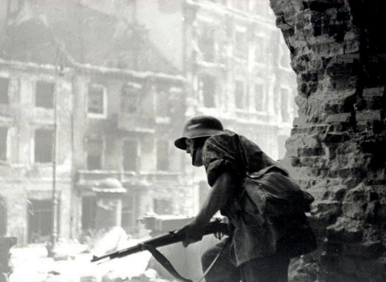Warsaw Uprising by Haneman - Holy Cross Church - 44