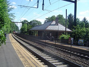 Watchung Avenue station - The Watchung Avenue station as a train enters the station