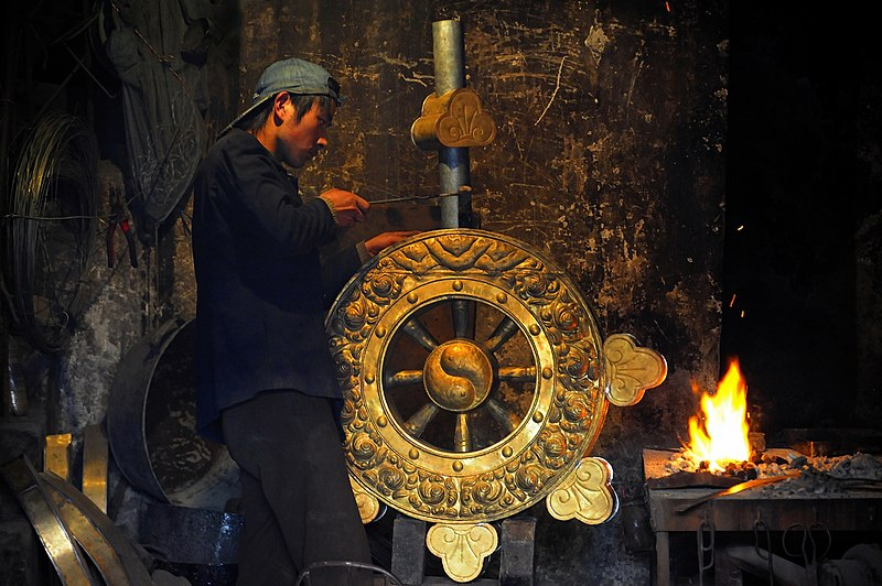 File:Wheel of Dharma. Craftsman in Xining by reurinkjan.jpg